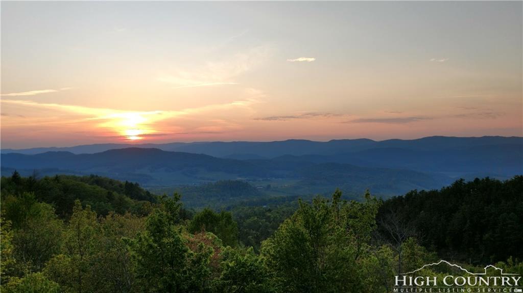 118 Ridge View Lane, Mountain City, TN 37683