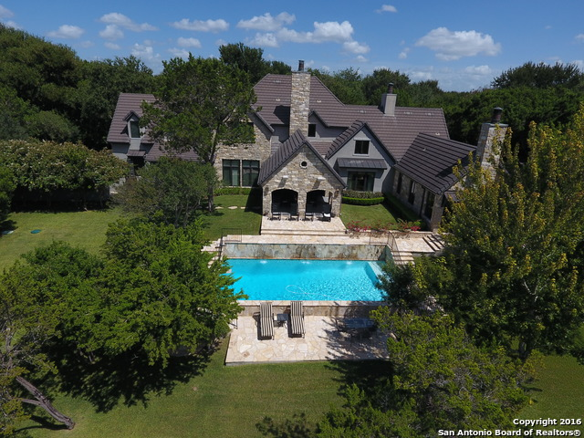 1052 RIVERFOREST DR, New Braunfels, TX 78132