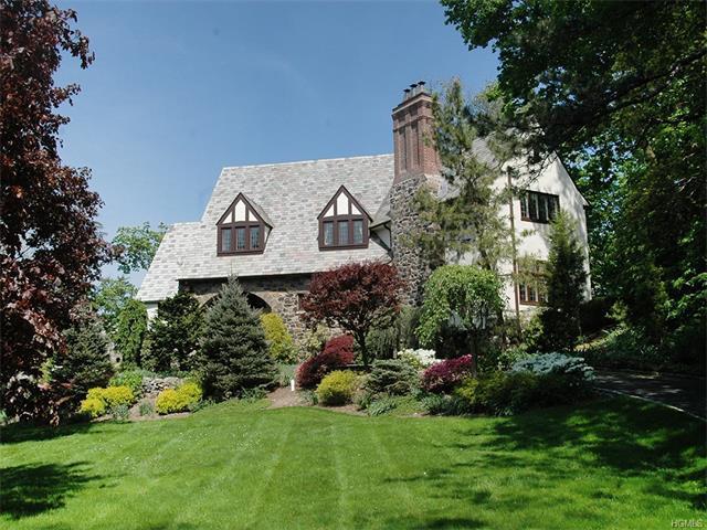 19 Wildwood Circle, Larchmont, NY 10538
