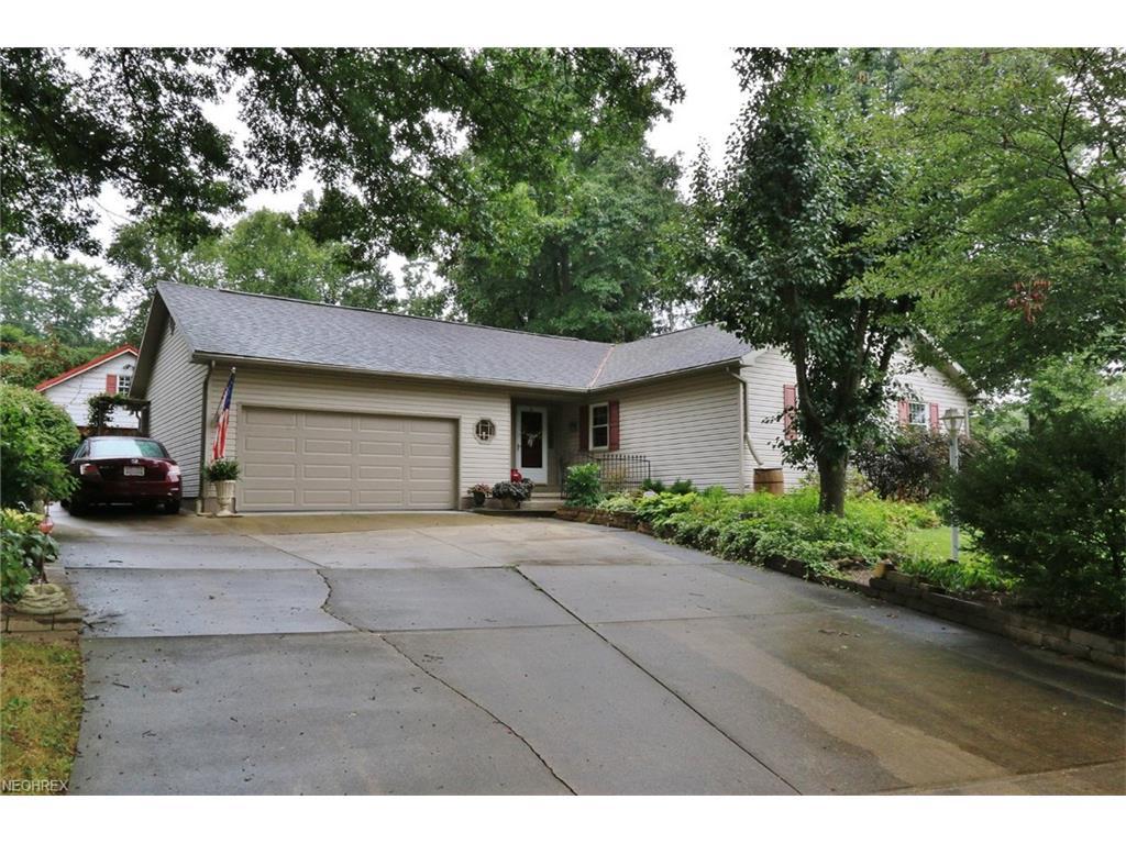 230 Treehouse Ln, Zanesville, OH 43701