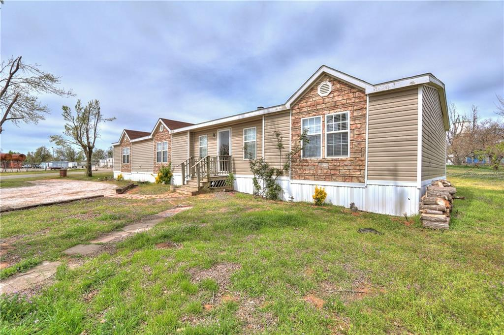 425 Caddo Place, Geary, OK 73040