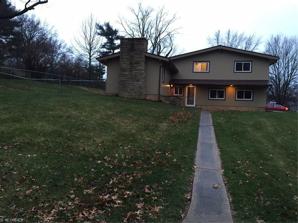 1601 Marion Dr, Coshocton, OH 43812
