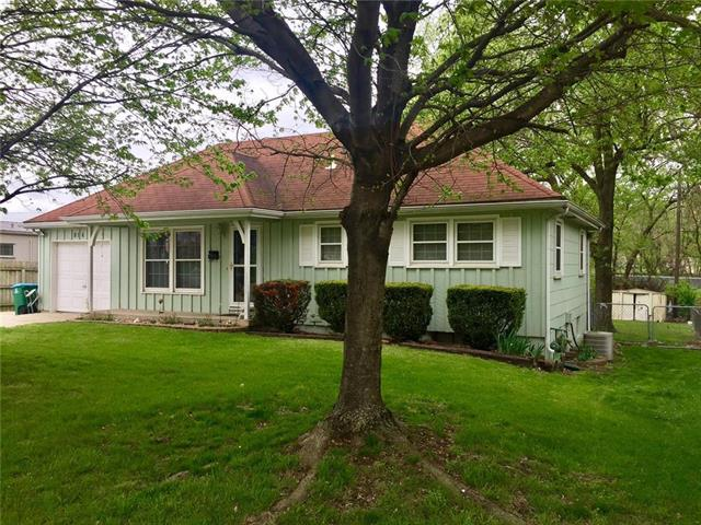 814 SE BROWNING Avenue, Lee's Summit, MO 64063