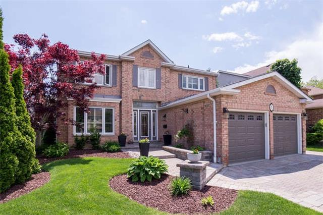 5 Chipperfield Cres, Whitby, ON L1R 1M4