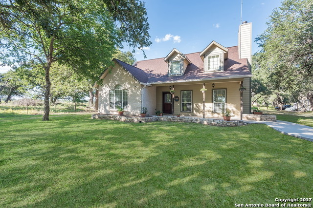 1591 County Road 320, Floresville, TX 78114