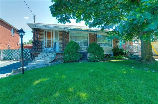 74 Kanarick Cres, Toronto, ON M3L 1P4