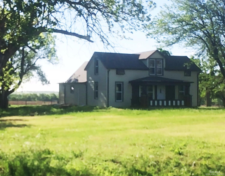 627 S Woodward Road, Salina, KS 67401