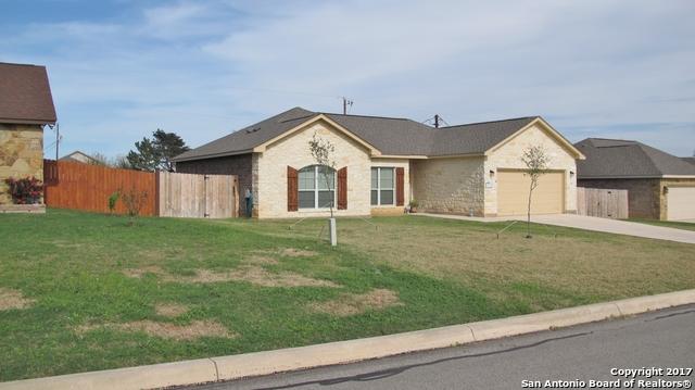105 RIDGECREST, Floresville, TX 78114
