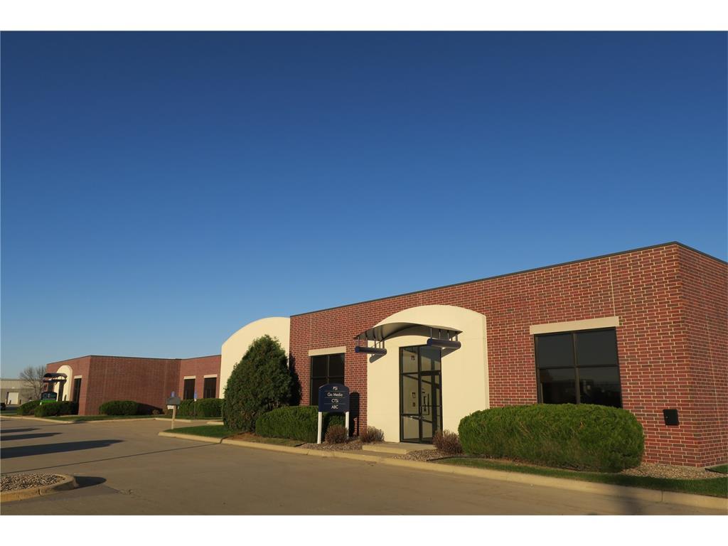 4935 Bowling Street SW, Cedar Rapids, IA 52404