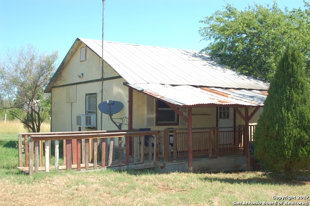1304 WALNUT ST, Jourdanton, TX 78026