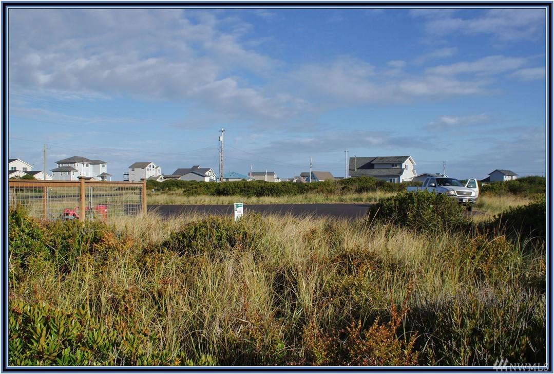 1053 Cedar Crest Ct, Ocean Shores, WA 98569