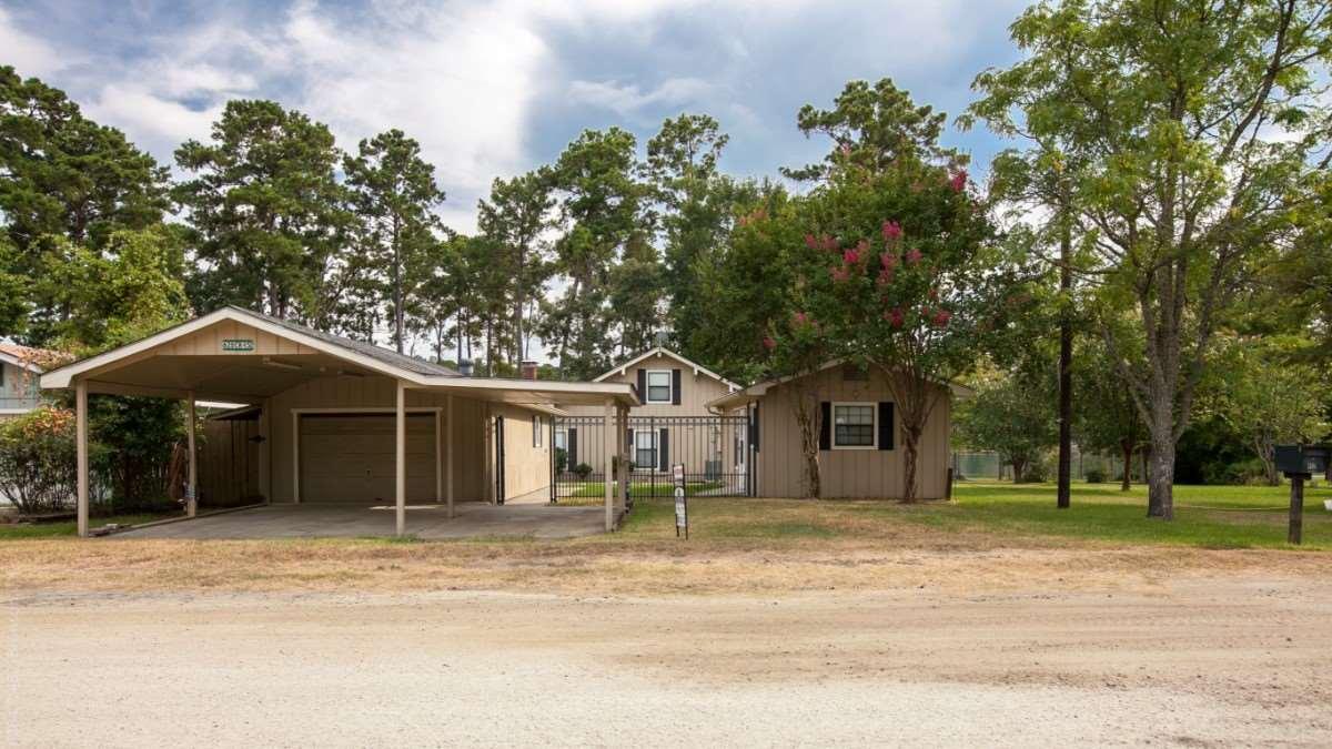 628 County Road 452, Bronson, TX 75930