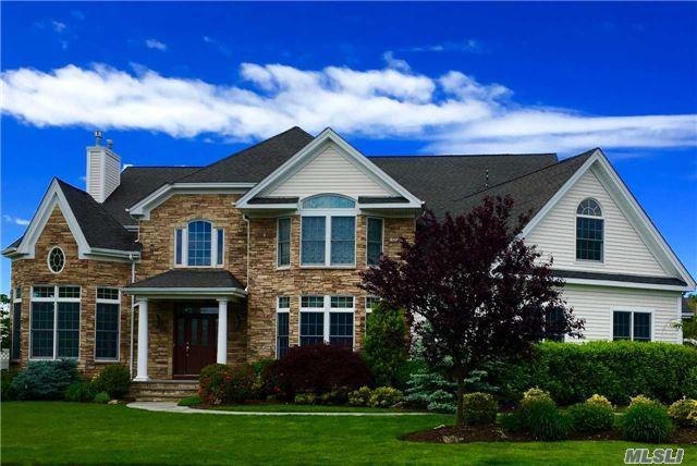 9 Elderberry Rd, Dix Hills, NY 11746