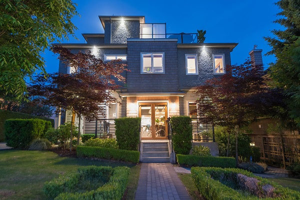 215 W 17TH STREET, North Vancouver, BC V7M 1V7