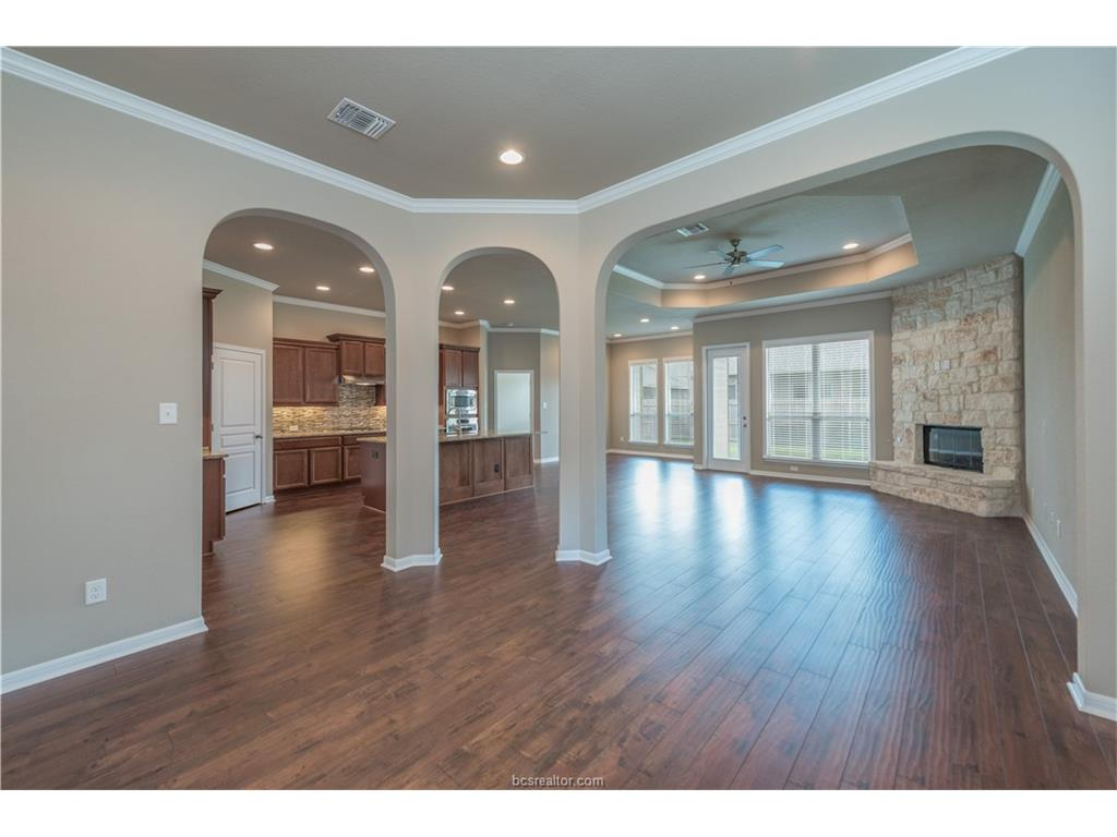 2703 Talsworth, College Station, TX 77845