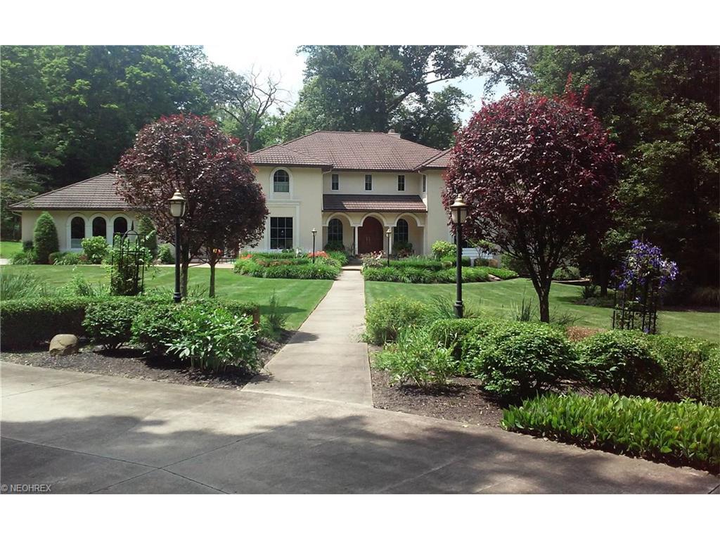 8845 Sanctuary Dr, Kirtland Hills, OH 44060
