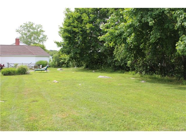 8 Middlefield St, Groton, CT 06340