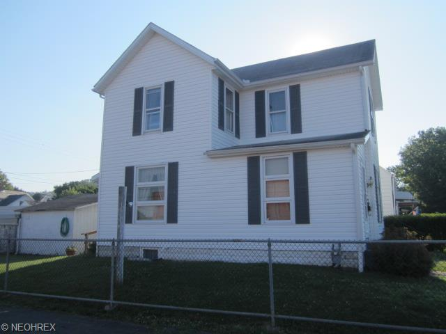 1406 Adams St, Coshocton, OH 43812