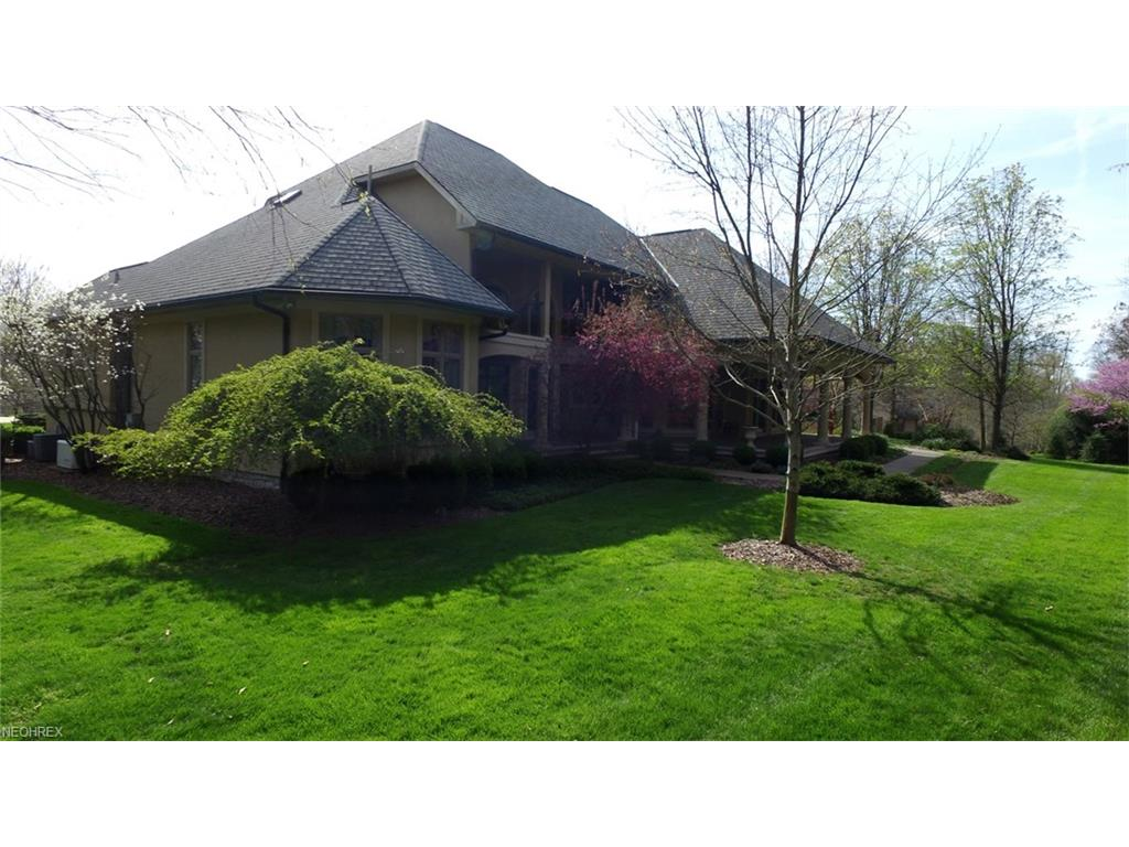 2413 Oak Meadow Ln, Zanesville, OH 43701