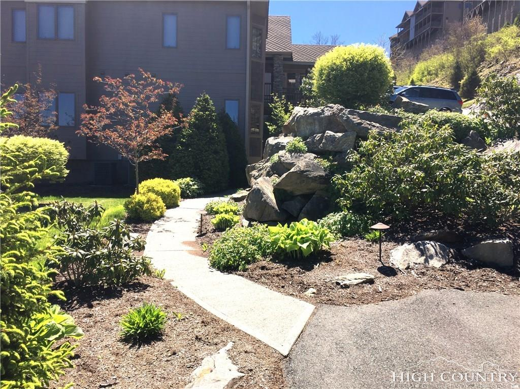 228 Pleasant View 8D, Sugar Mountain, NC 28604