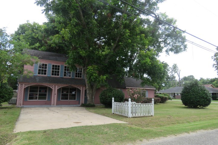 6610 Washington St., Groves, TX 77619