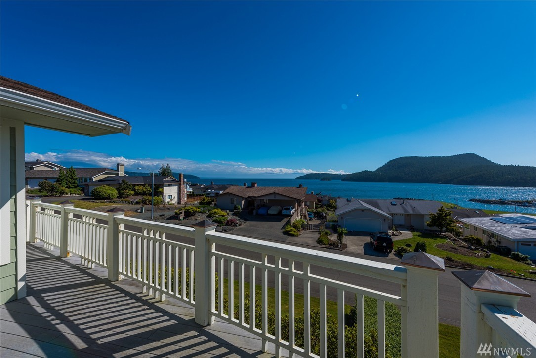 4905 MacBeth Dr, Anacortes, WA 98221