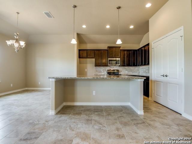 148 LARK HILL RD, Floresville, TX 78114