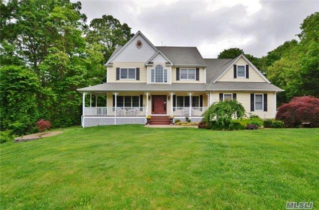 4 Dionne Ct, Northport, NY 11768