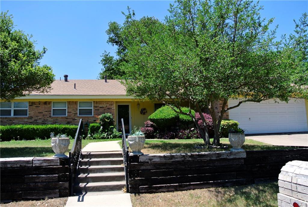 225 Cooper Drive, Hurst, TX 76053