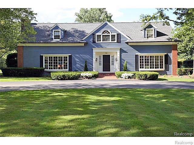 740 Lone Pine Road, Bloomfield Hills, MI 48304