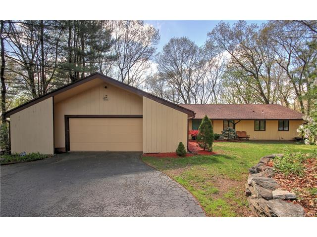 49 Skyview Dr, Trumbull, CT 06611