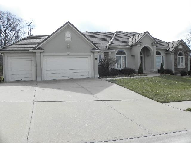 8012 Forest Park Drive, Parkville, MO 64152