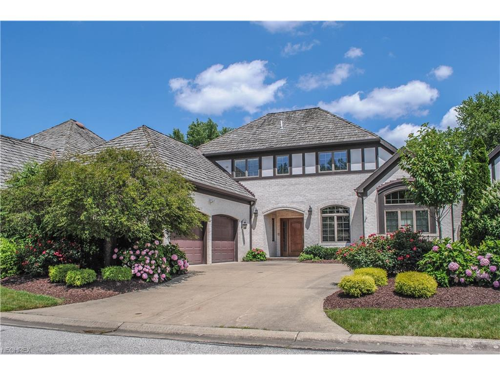 2 Ashley Ct, Rocky River, OH 44116