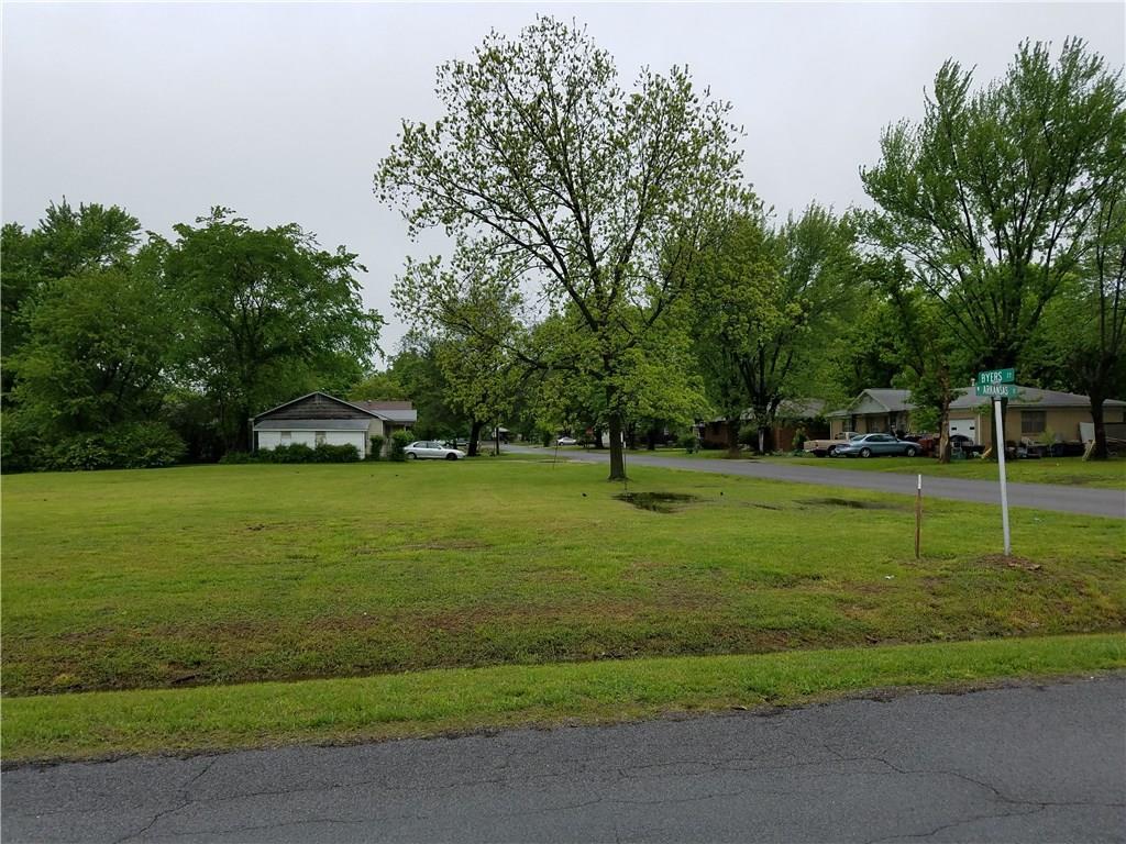 300 Arkansas ST, Gentry, AR 72734