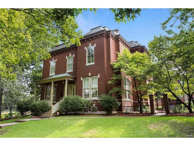 10 Shaw Place, St Louis, MO 63110