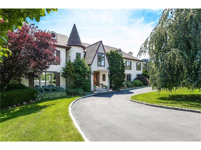 15 Marbourne Drive, Mamaroneck, NY 10543