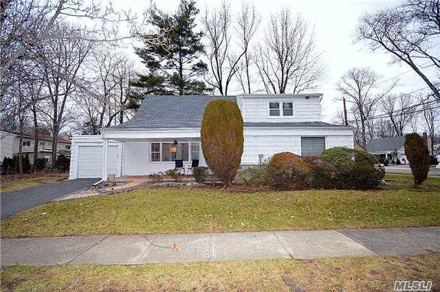 109 Baker Hill Rd, Great Neck, NY 11023