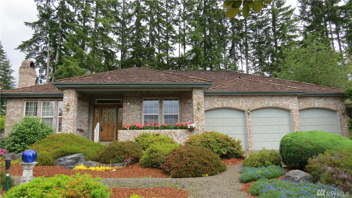 421 E Fairway Dr, Allyn, WA 98524