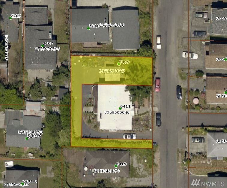 Good building lot in a great neighborhood. Territorial and mountain views. Many high end homes being built in the area. Ideal for rambler with daylight basement or 2 story with basement. Great location for commuting, close to hospitals and downtown Seattle.