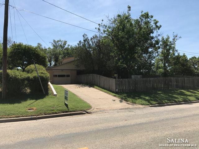 105 S Blake Street, Ellsworth, KS 67439