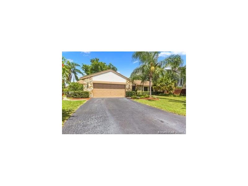 4450 NW 113th Ln, Coral Springs, FL 33065