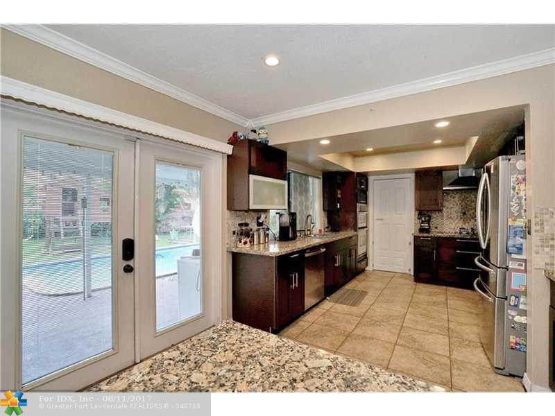 9000 NW 18th Ct, Pembroke Pines, FL 33024