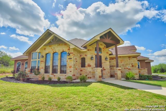 2602 B Street, Floresville, TX 78114