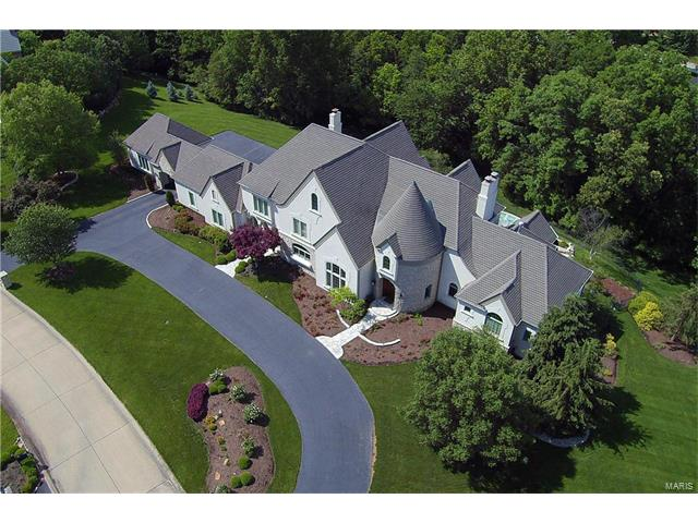5 Lochinvar Drive, Town and Country, MO 63131