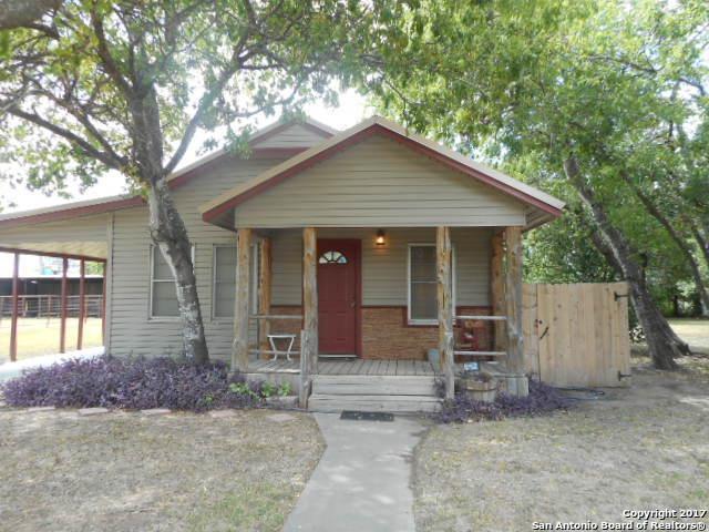 229 Jourdanton Ave, Charlotte, TX 78011