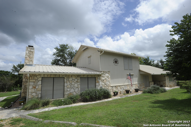 303 Willow Bend Dr N, Center Point, TX 78010