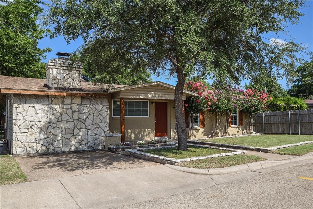 107 S Hannaford Street, Granbury, TX 76048