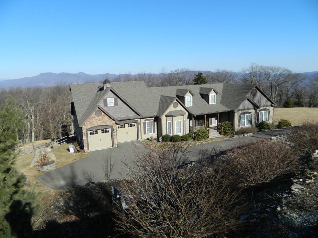 361 TWIN PONDS RD, Banner Elk, NC 28604