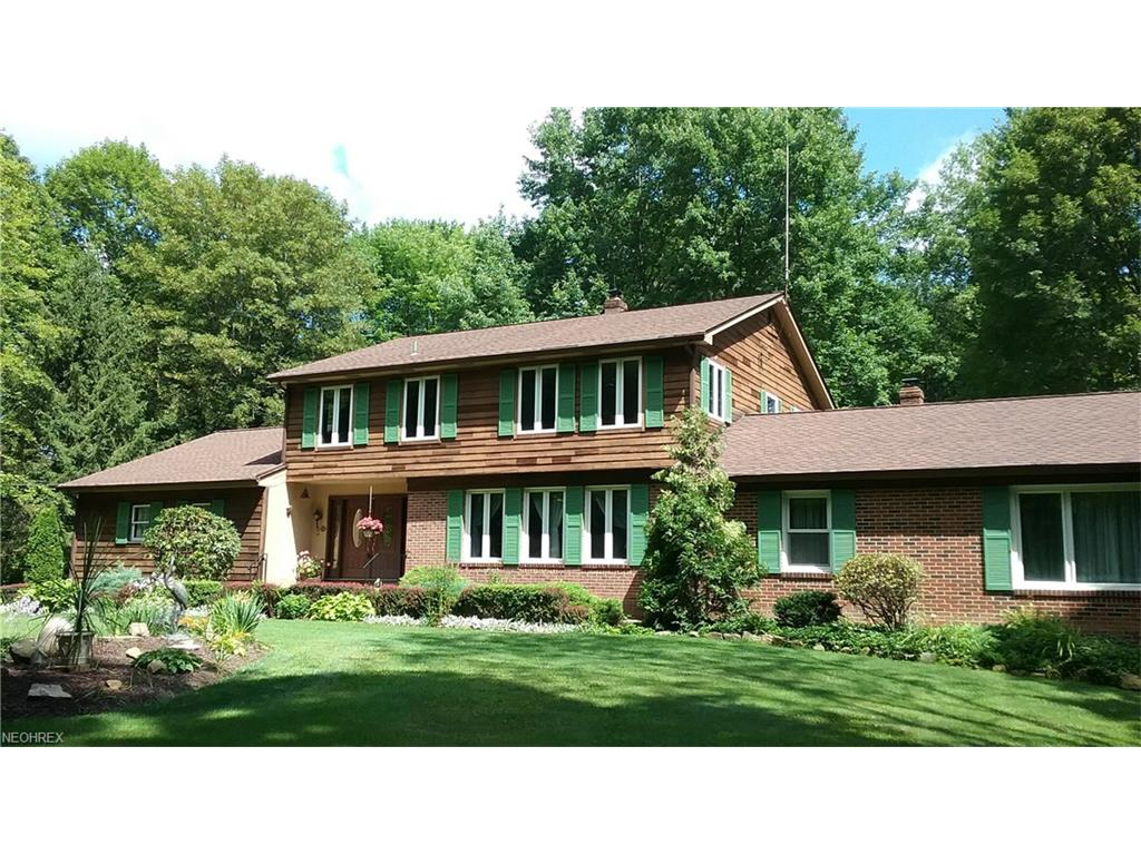 7830 Country Ln, Chagrin Falls, OH 44023