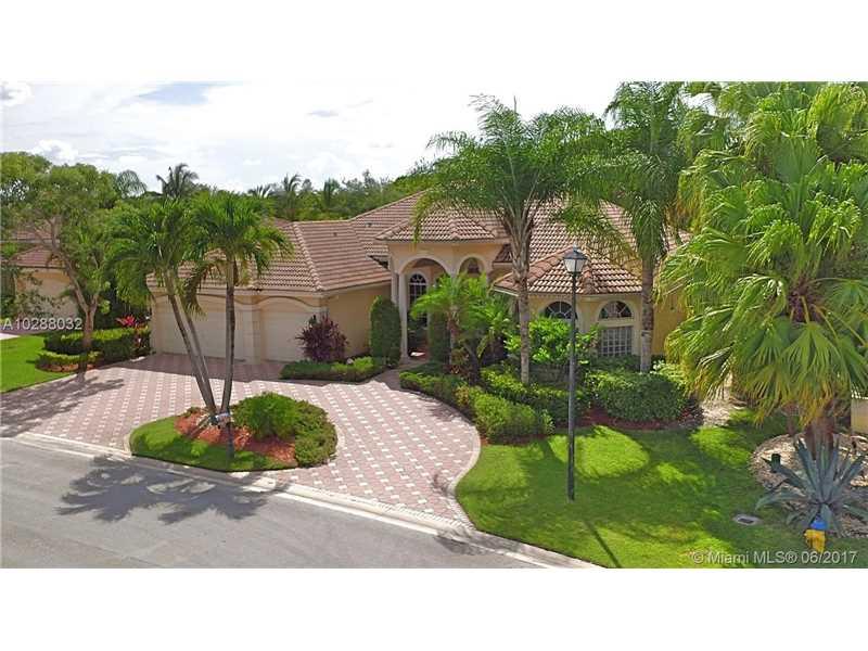 560 W Enclave Cir W, Pembroke Pines, FL 33027
